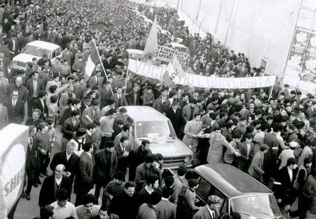 Manifestazione per università
